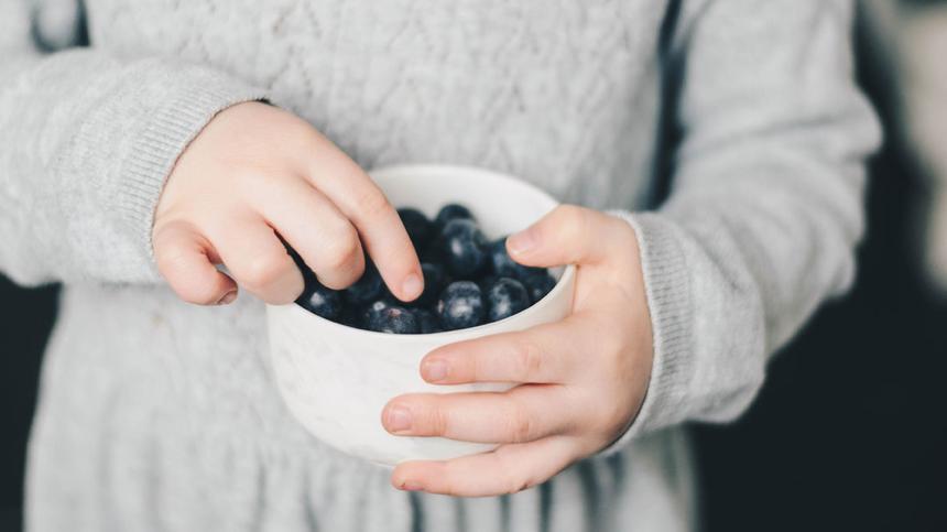 Kinder greifen zu gesünderen Snacks – wenn sie gesunde Kochshows schauen