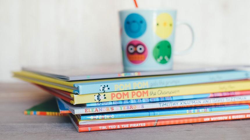 Bei der Anschaffung von Kinderbüchern ist weniger manchmal mehr. Die Auswahl sollte sich an bestehenden Interessen sowie dem Alter orientieren