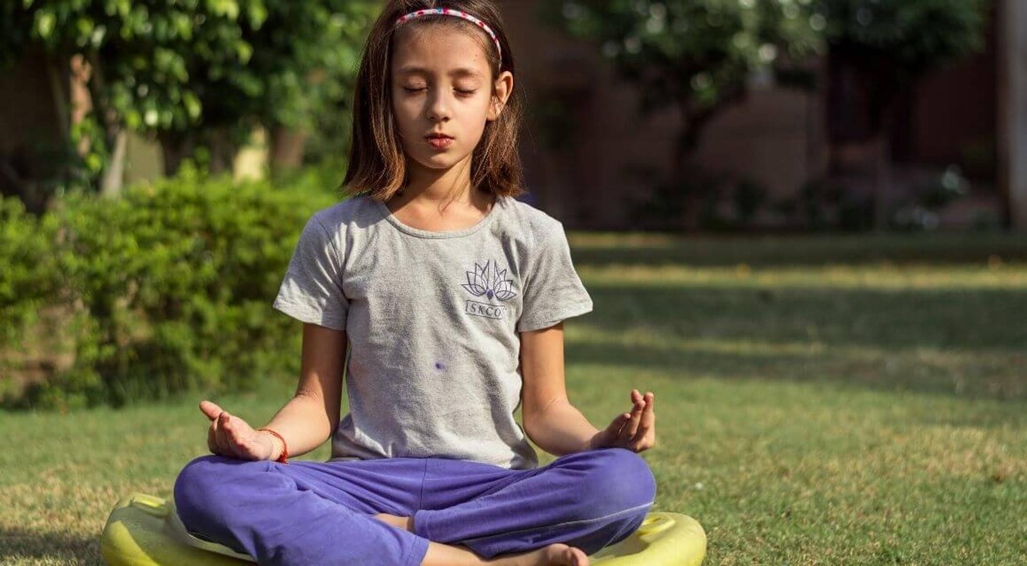 Hund, Katze, Kuh – spielerisches Yoga für Kinder