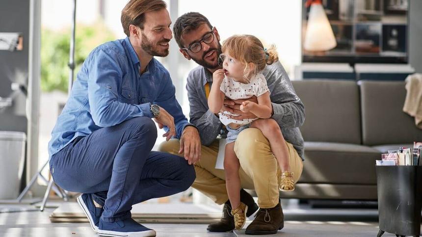Gleichgeschlechtliche Paare haben meist Schwierigkeiten ihren Kinderwunsch zu realisieren.
