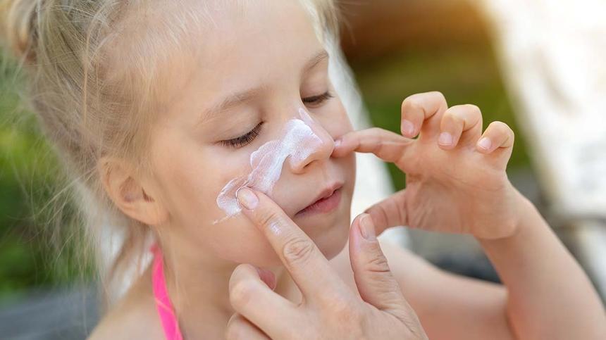 Kinder-Sonnencreme im Öko-Test: Drogerieprodukt von dm besser als teure Naturkosmetik