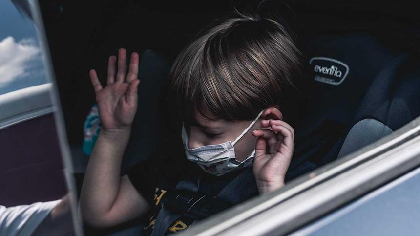 Kinder infizieren sich laut der großen Eltern-Kind COVID-19-Studie deutlich seltener mit dem Coronavirus, als Erwachsene.