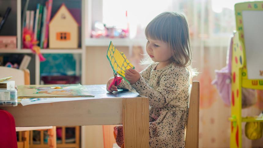 Ob dein Kind schulreif ist, erkennst du an verschiedenen Aspekten.