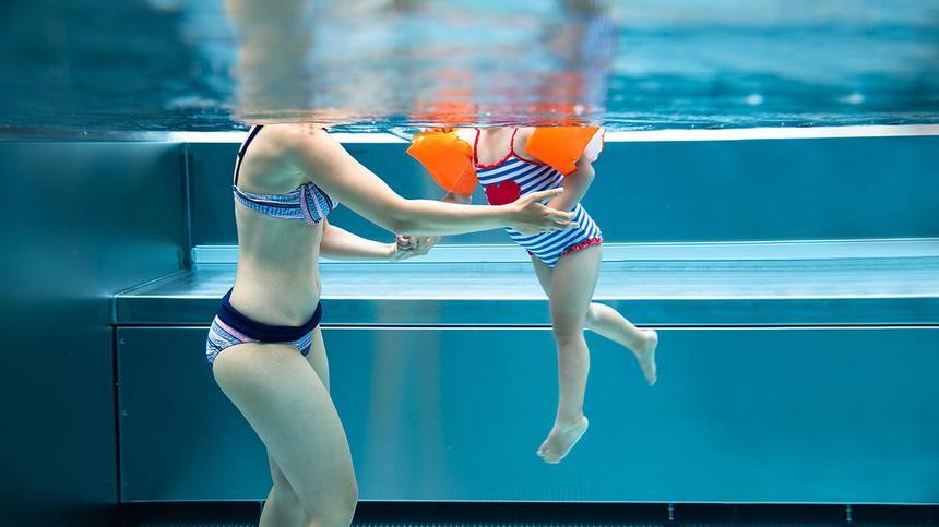 Wie sicher sind Schwimmflügel, Schwimmsitze und Co?