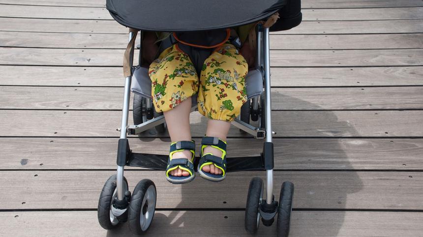 Babys sind im Kinderwagen durch Tücher nicht geschützt.