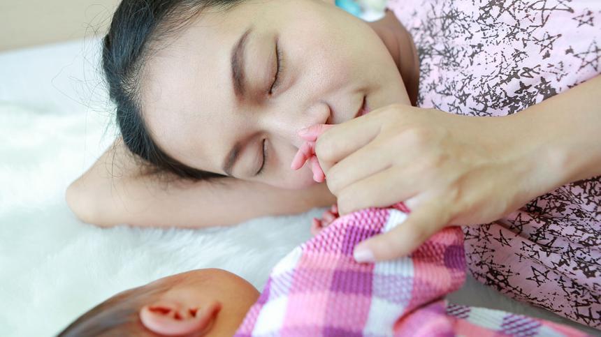 Kann der Baby-Geruch die Mutter-Kind-Beziehung beeinflussen?
