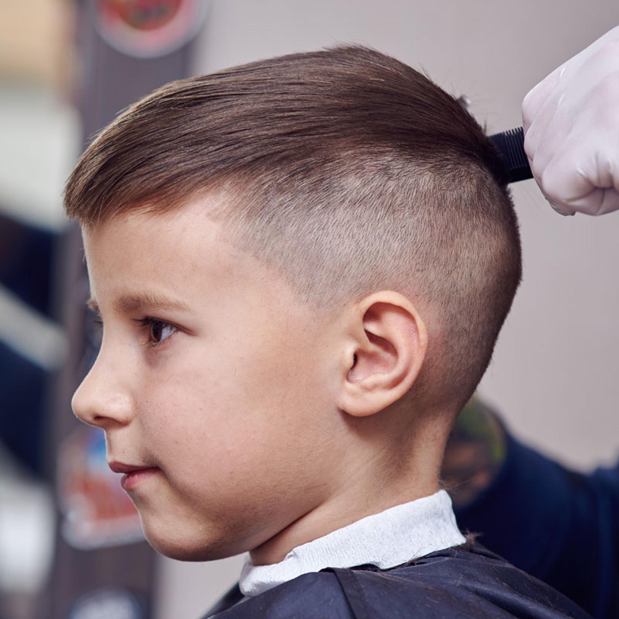 9 coole Frisuren für Jungs zum Nachstylen - Hallo Eltern