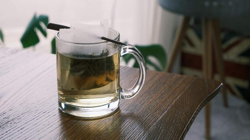 Tasse mit Pfefferminztee