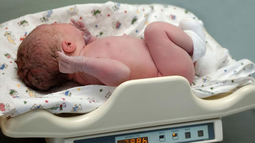 Das Geburtsgewicht des Babys lässt sich beeinflussen.