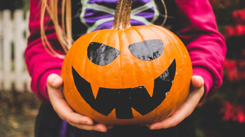 Kinder lieben alles, was mit Halloween zu tun hat.