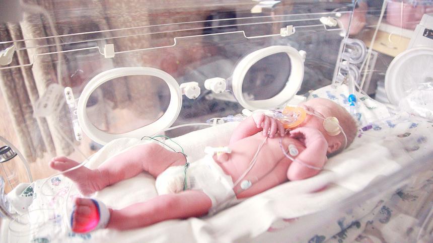 Viele Frühchen müssen auf die Intensiv- oder Frühgeborenenstation