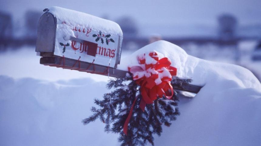 Verschneiter Briefkasten