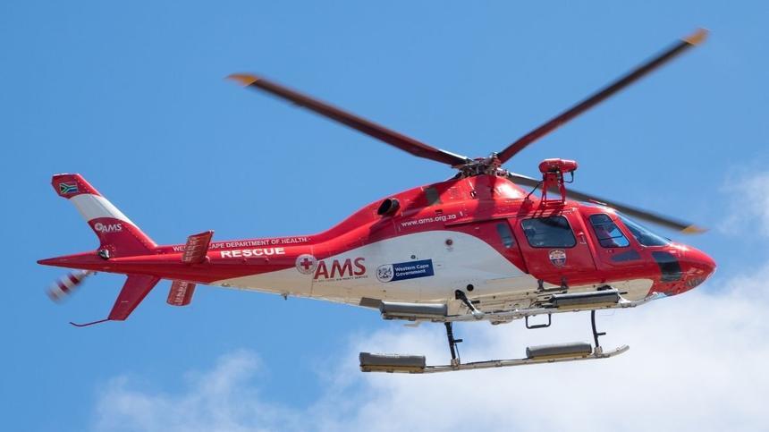 Rettungshelikopter vor blauem Himmel