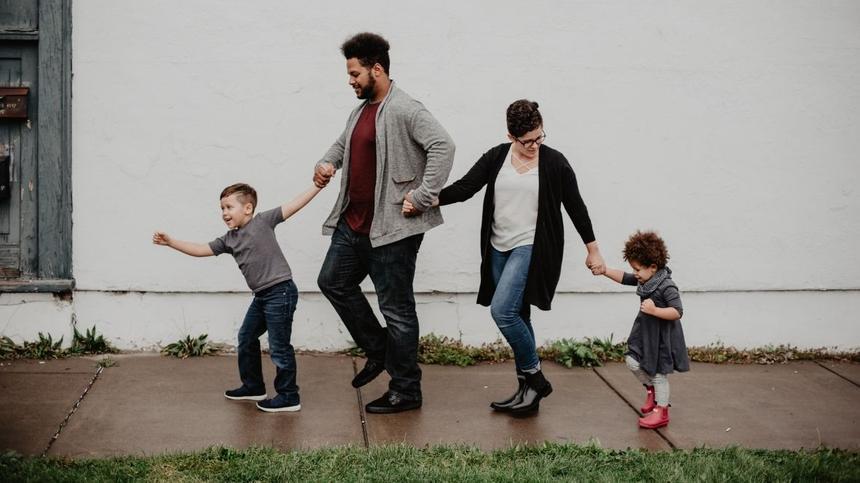 Sparziergang mit der Familie