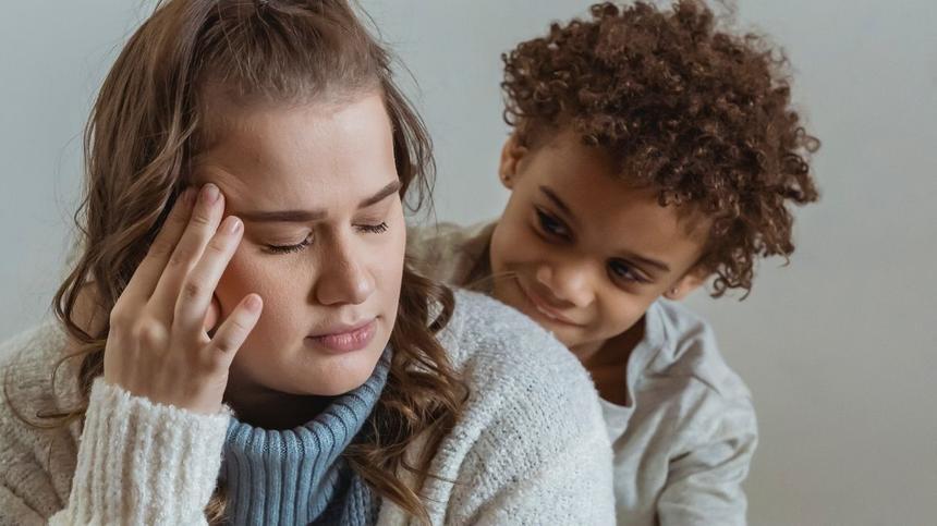 gestresste Mutter und ihr Kind